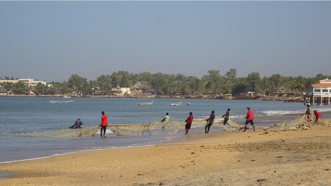 Sénégal entre Saly et Mbour remontée des filets 3