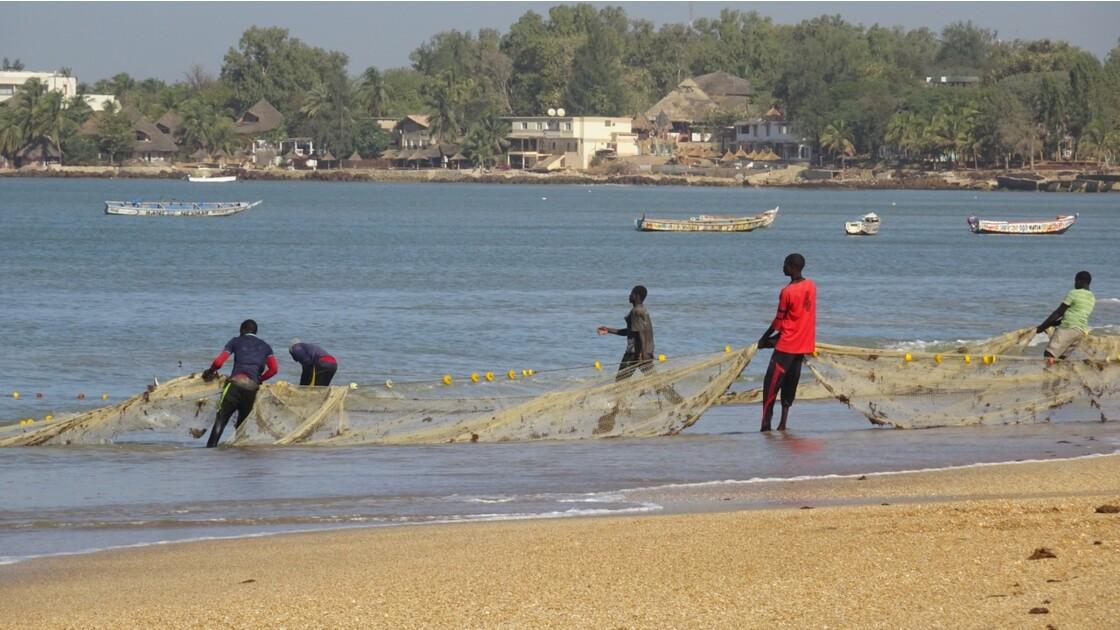 Sénégal entre Saly et Mbour remontée des filets 4