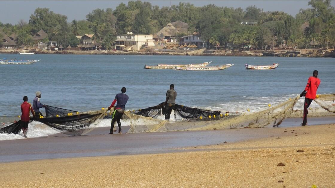 Sénégal entre Saly et Mbour remontée des filets 5