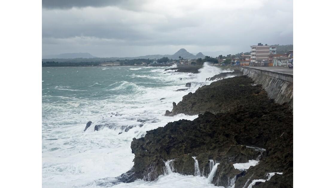 Cuba Baracoa Sur le Malecon 2