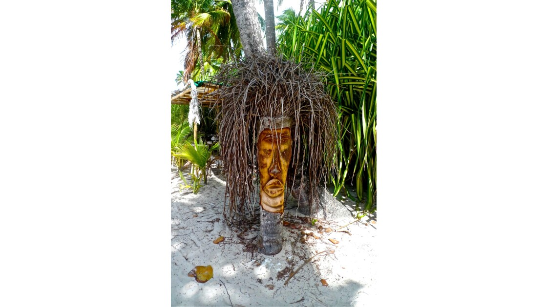 Statuettes en cocotier ...On n'oublie pas les premiers habitants de la Caraïbe !