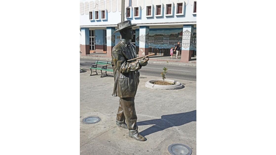 Cuba Cienfuegos Le Passeo del Prado Statue de Benny Moré 2