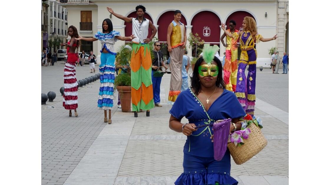 Cuba La Havane Danseurs et danseuses de la Plaza Vieja 3