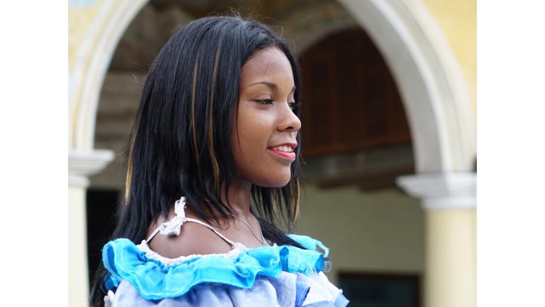 Cuba La Havane Danseurs et danseuses de la Plaza Vieja 4