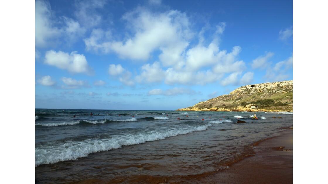 plage de sable rouge de Ramla Bay, Gozo