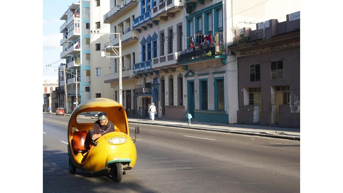 Cuba La Havane Cayo Hueso Cocotaxi Calle San Lazaro