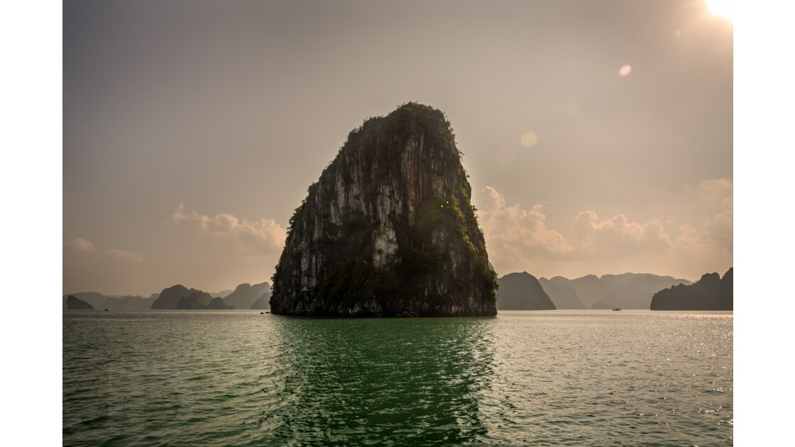 Ha Long bay gate