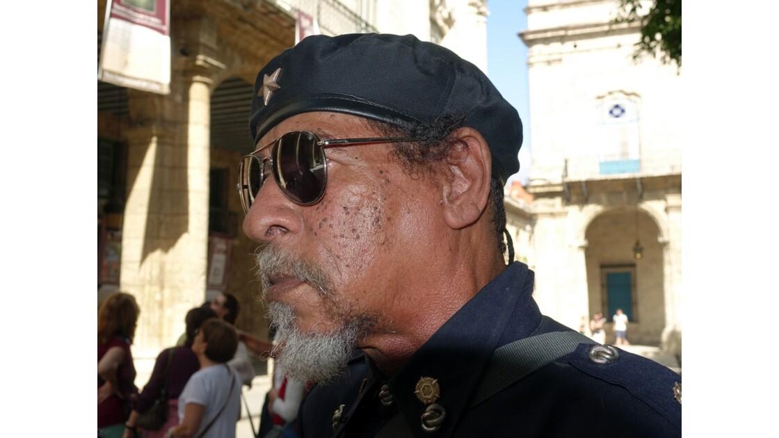 Cuba La Havane Plaza de Armas Une figure 2