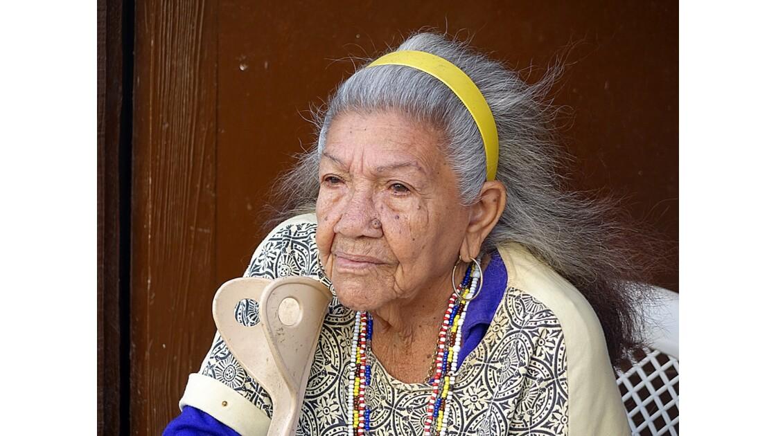 Cuba La Havane La dame d'en face de l'Iglesia de la Merced 1