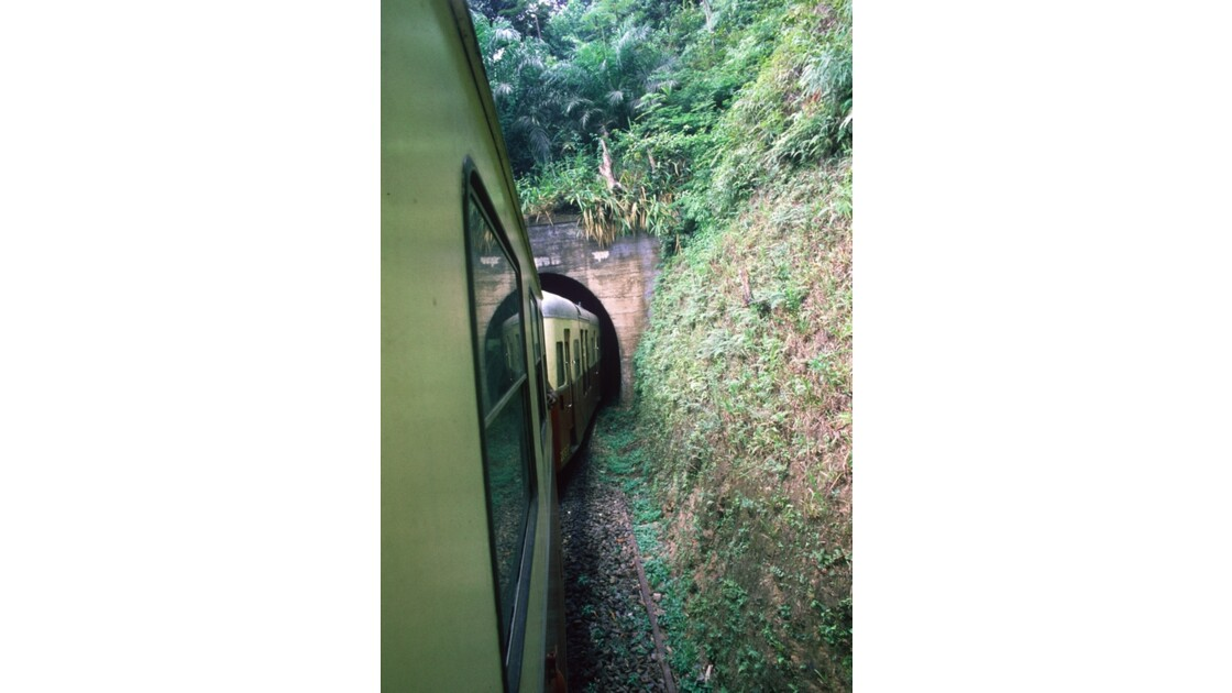 Congo 70 CFCO Tunnel dans le Mayombe