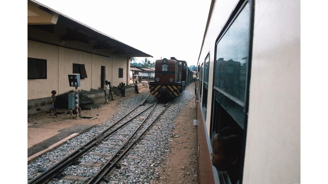 Congo 70 CFCO Croisement entre trains 2