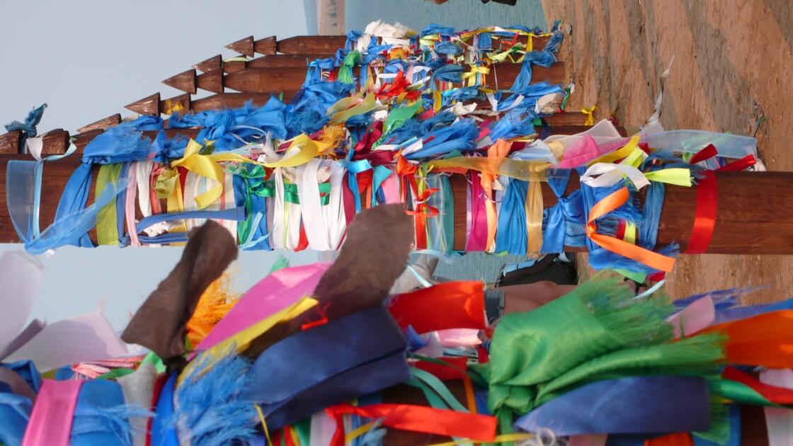 Foulards de couleurs boudhistes