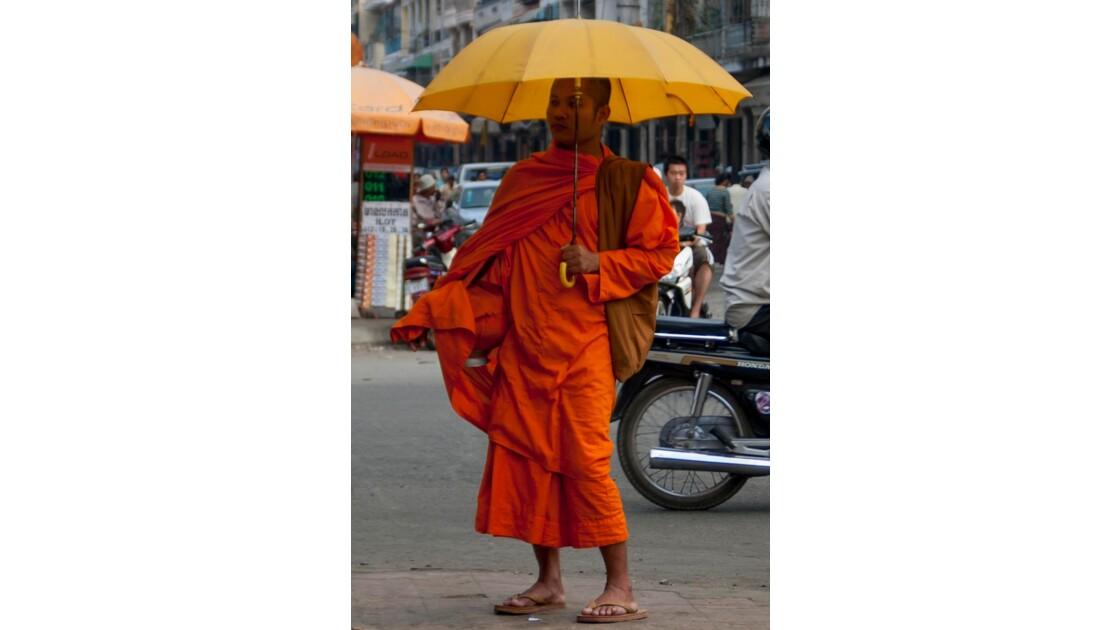Un moine à Phnom Penh