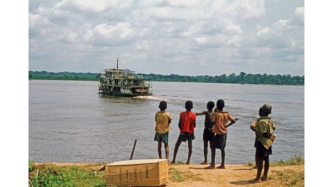 Congo 70 Départ des 3 Glorieuses à Impfondo
