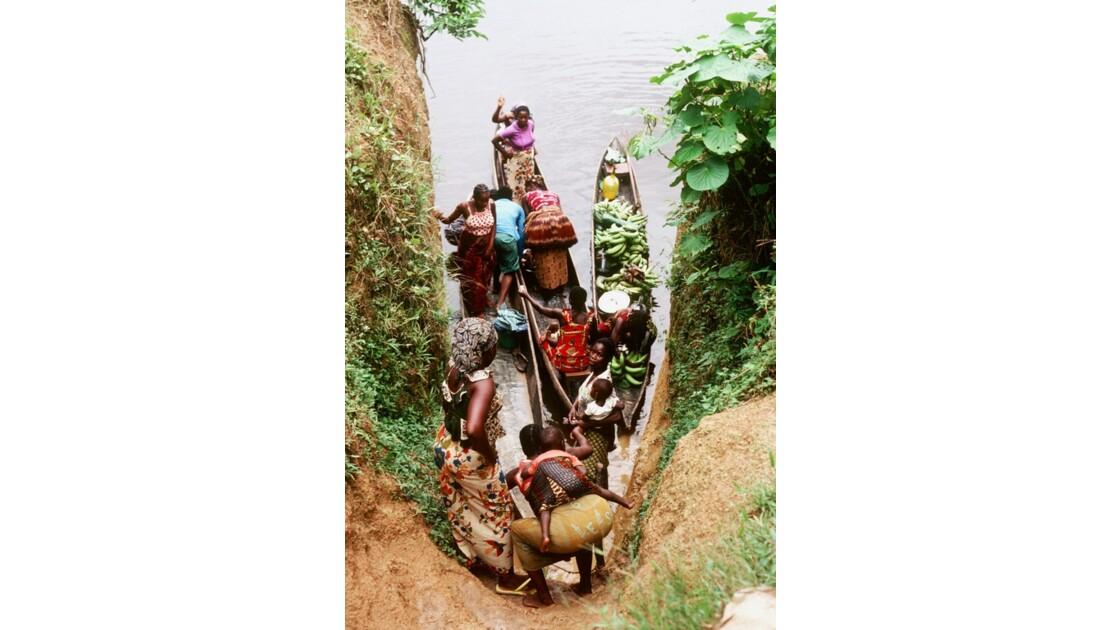 Congo 70 Les pirogues d'Impfondo 1