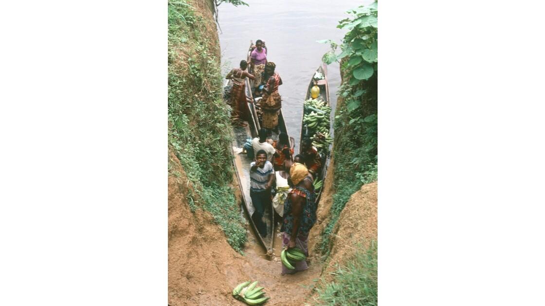 Congo 70 Les pirogues d'Impfondo 2