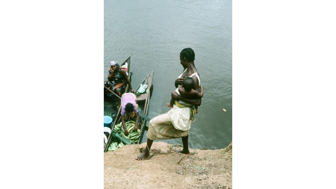 Congo 70 Les pirogues d'Impfondo 4