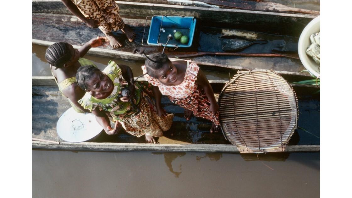 Congo 70 Les pirogues d'Impfondo 6