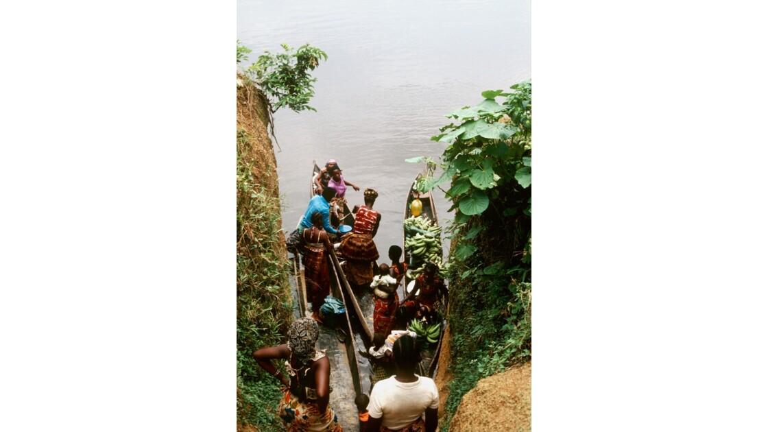Congo 70 Les pirogues d'Impfondo 7