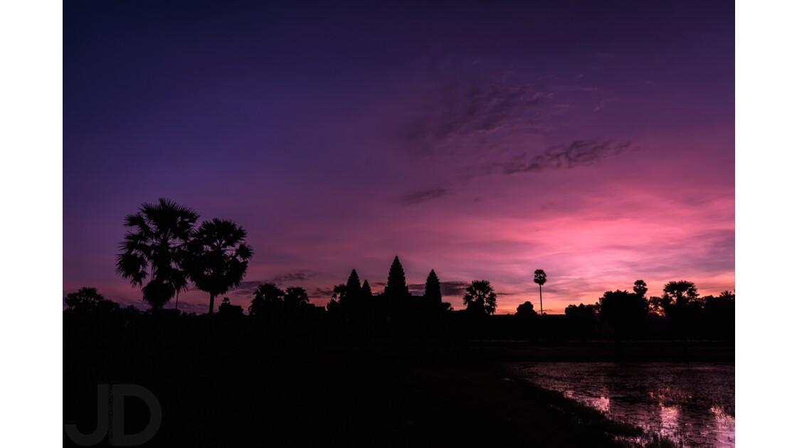 Sunrise over Angkor 1/2
