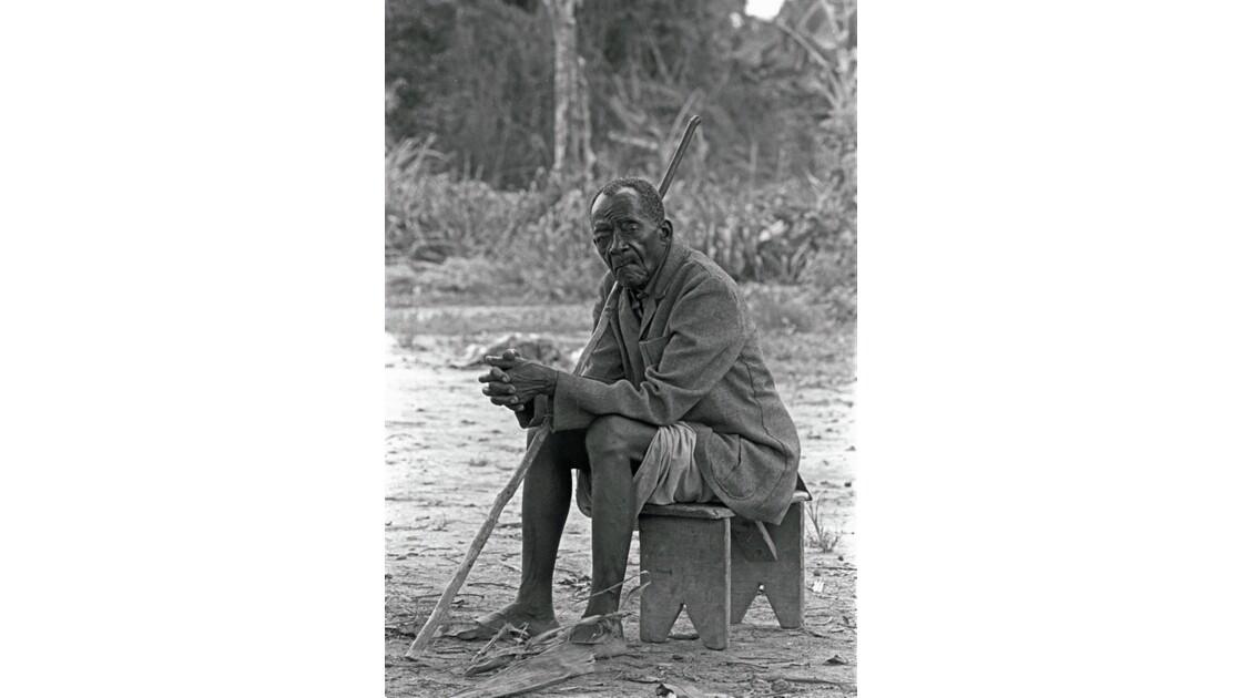 Congo 70 Impfondo Vieux sage de la Likouala 2