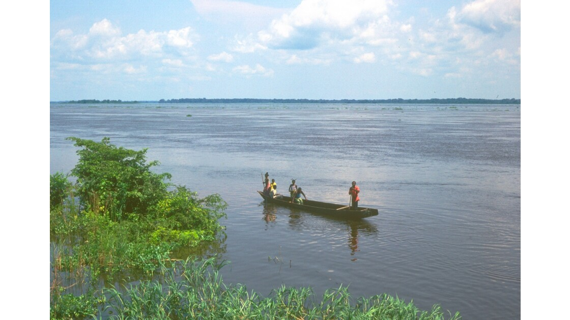 Congo 70 Impfondo pirogue sur l'Oubangui