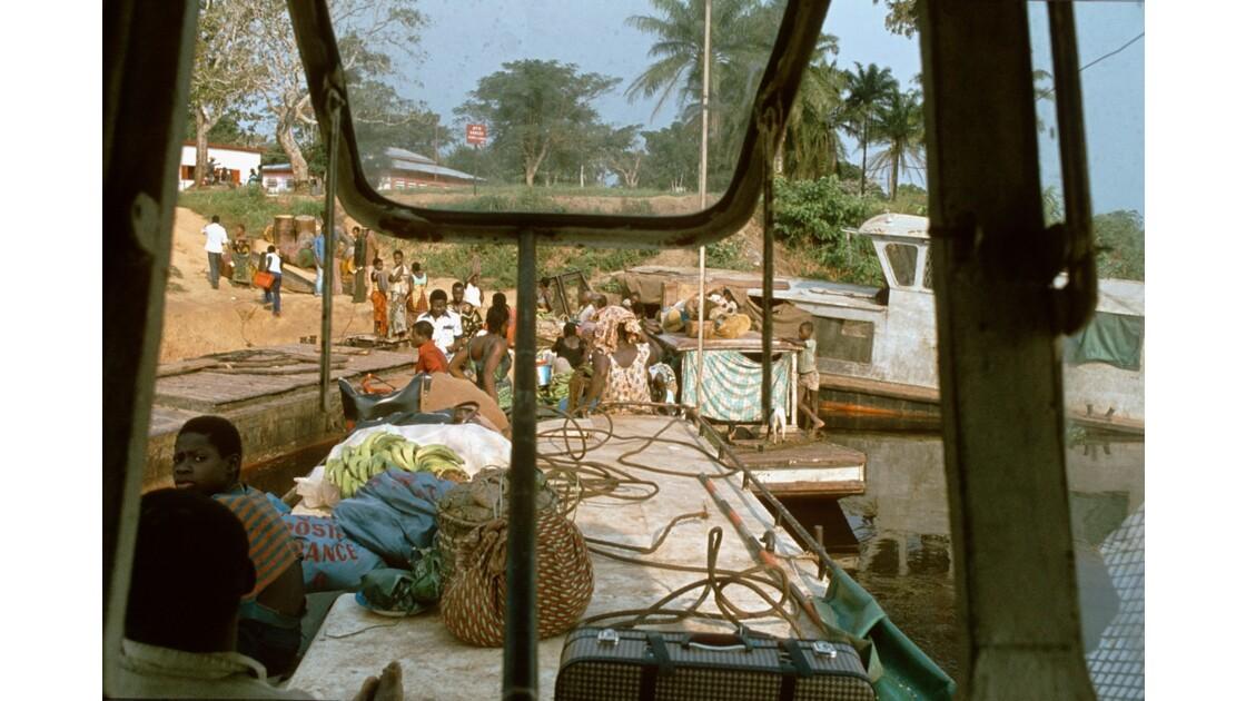 Congo 70 Dongou  l'effervescence du port 1