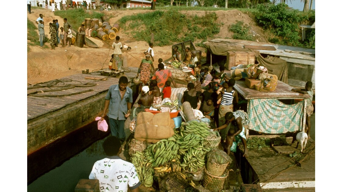 Congo 70 Dongou  l'effervescence du port 4