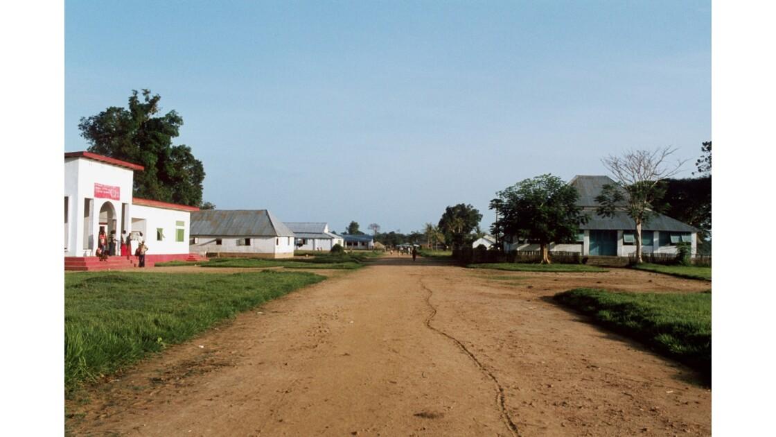 Congo 70 Dongou Le quartier administratif