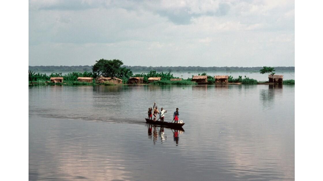 Congo 70  Dongou cité lacustre sur l'Oubangui 2
