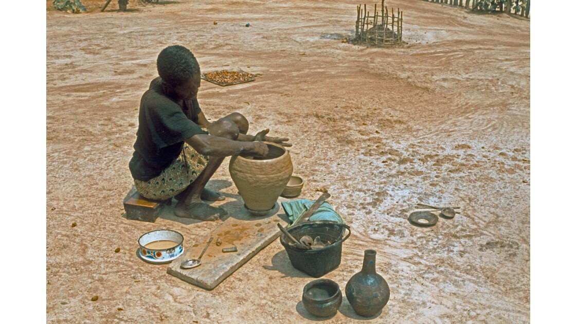 Congo 70 Poterie à  Dongou