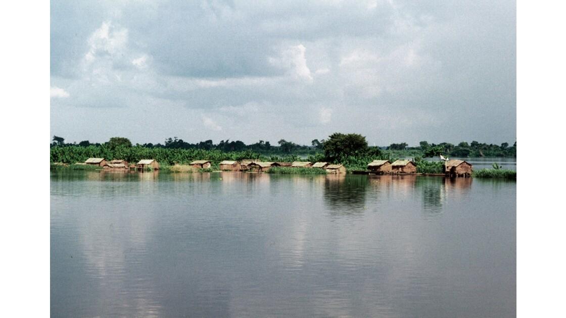 Congo 70  Dongou cité lacustre sur l'Oubangui 1