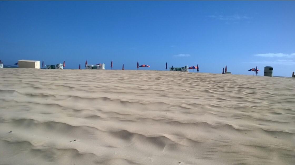 une plage de sable blanc ( las Dunas)