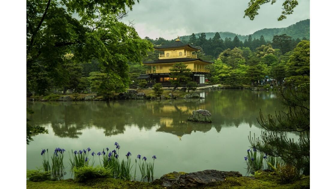 Le Kinkaku-ji sous la pluie
