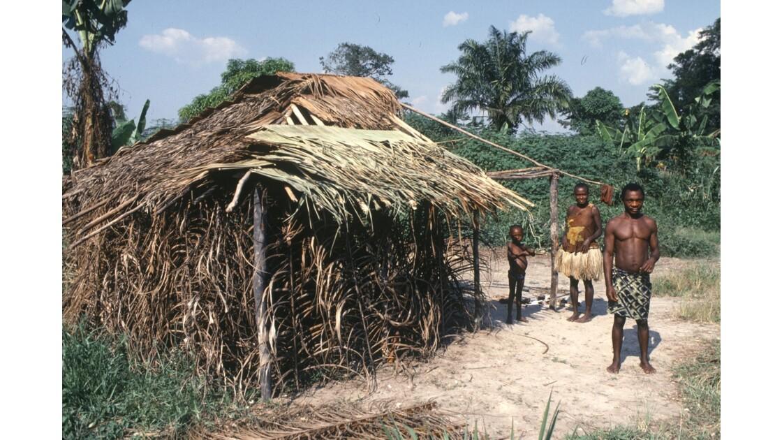 Congo 70 Campement pygmée autour de Dongou 1