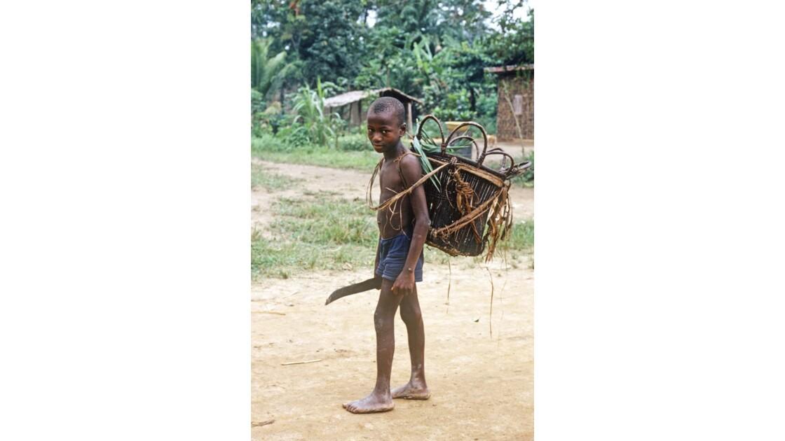 Congo 70 Enfant pygmée près d'Impfondo 1