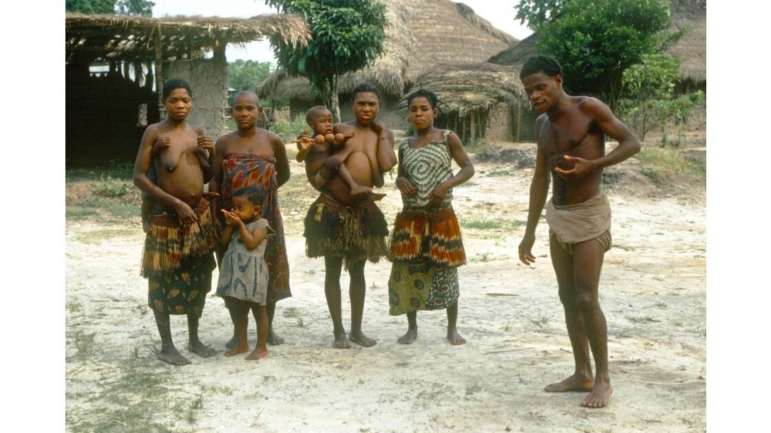 Congo 70 danse pygmée à Motaba 1