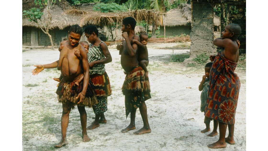 Congo 70 danse pygmée à Motaba 4