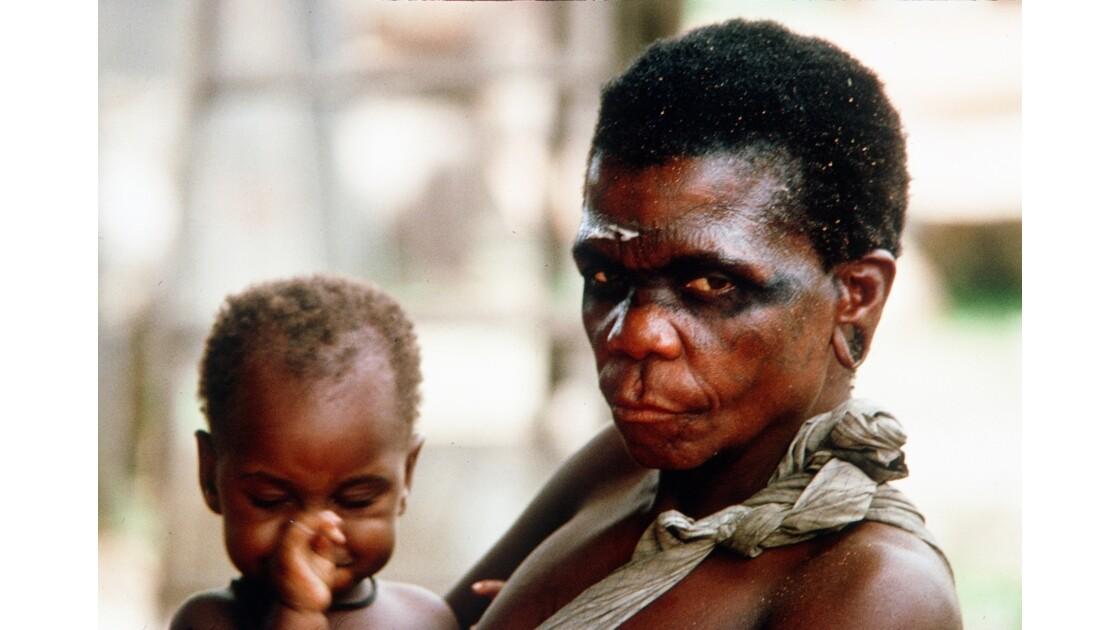 Congo 70 Femme pygmée à la scierie de MBirou 2