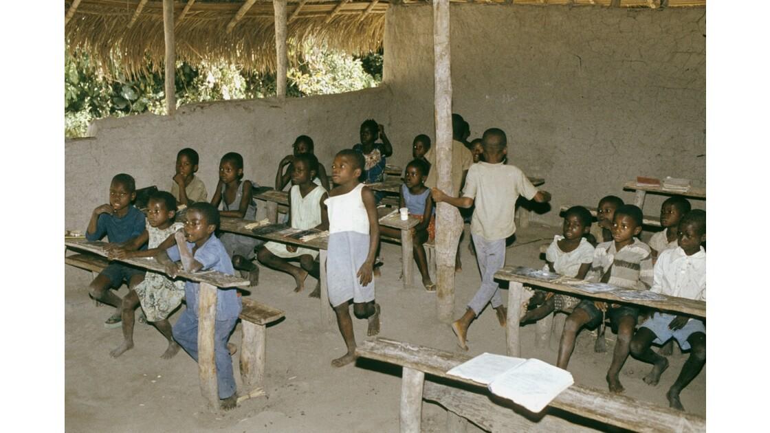 Congo 70 Dongou Ecole de brousse