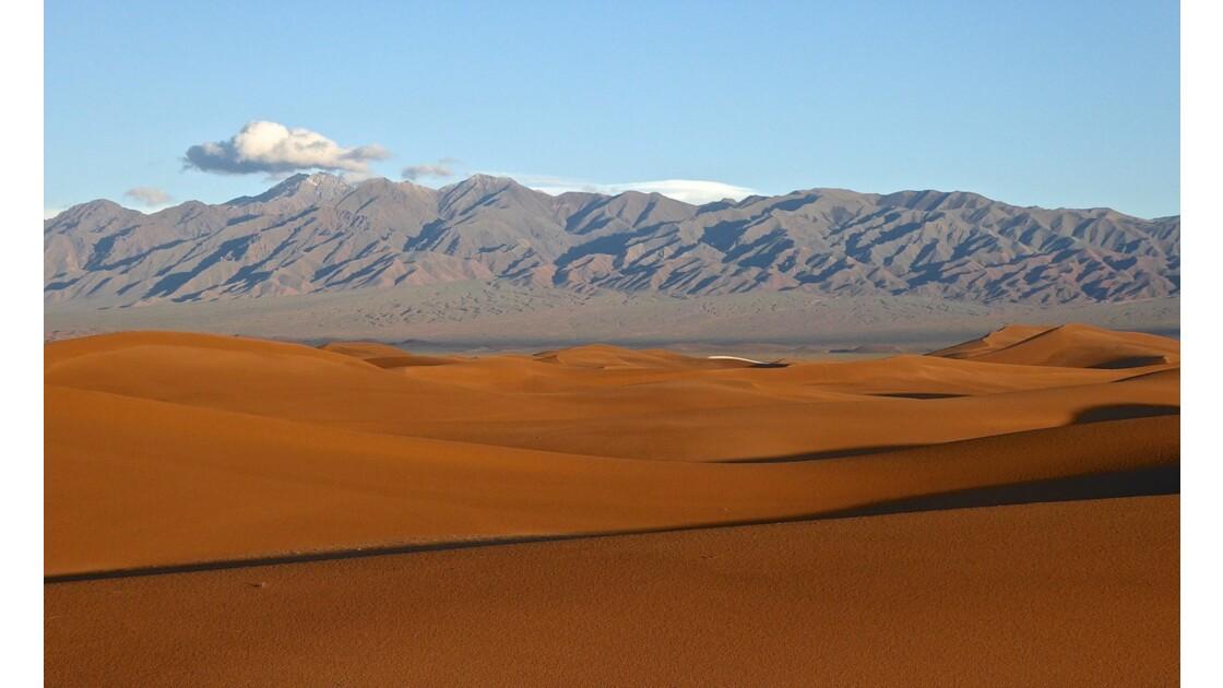 Dunes de Baruun Bayan Ulaan après la pluie
