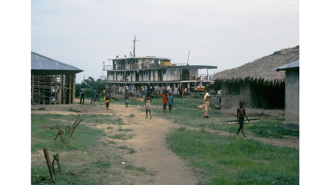 Congo 70 D'Impfondo à Brazzaville A l'escale de Mossaka 1
