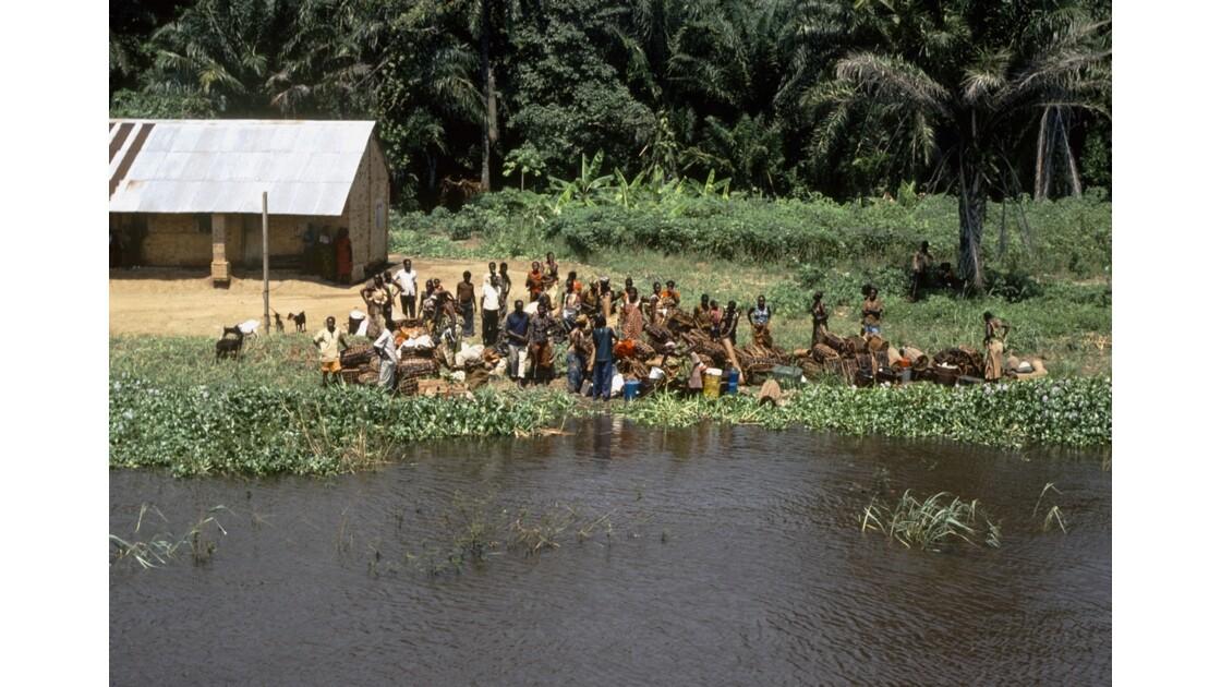 Congo 70 D'Impfondo à Brazzaville Escale à Liranga 1