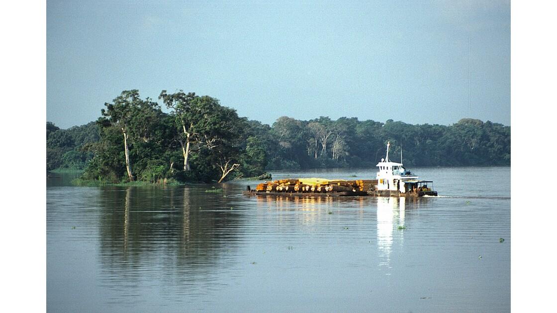 Congo 70 D'Impfondo à Brazzaville Pousseur sur l'Oubangui 1
