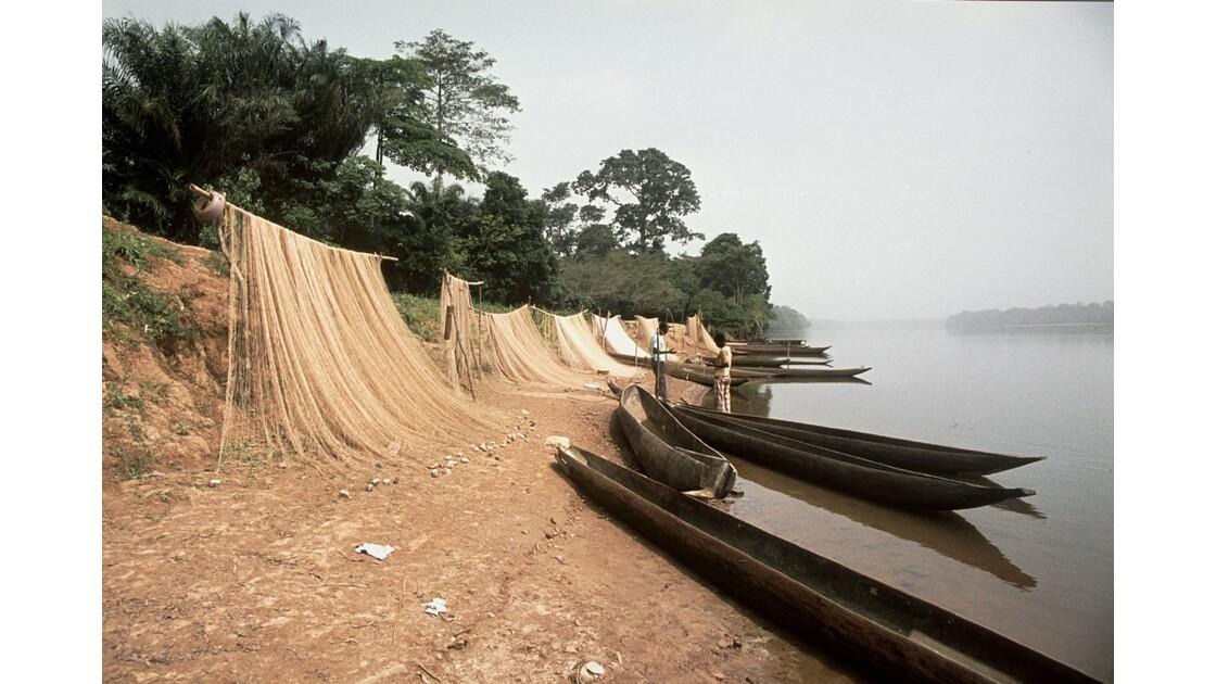Congo 70 Ouesso la Sangha au petit matin