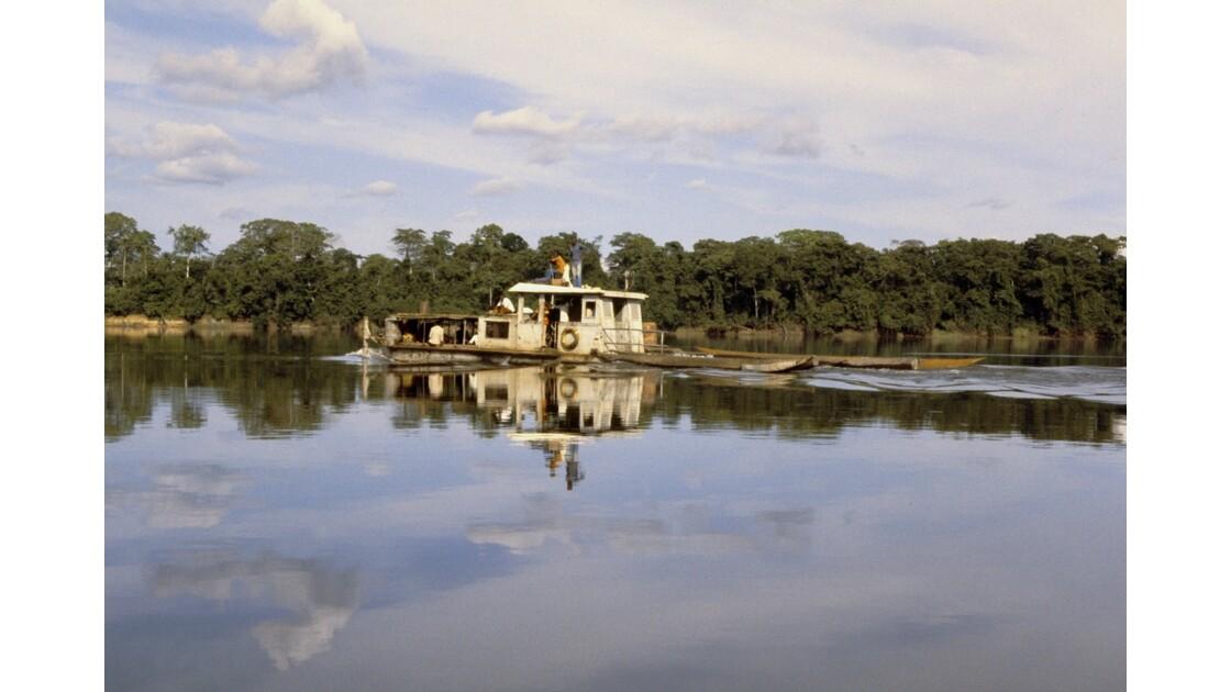 Congo 70 Ouesso Pousseur sur la Sangha