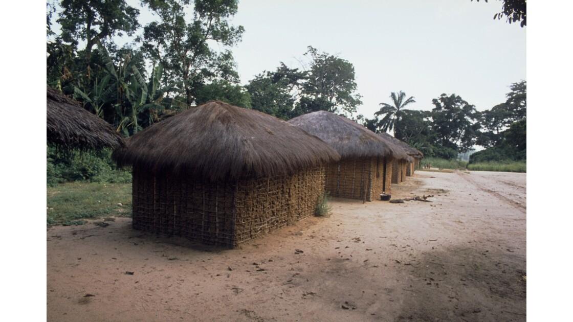 Congo 70 Sangha Village sur la piste entre Ouesso et Souanké