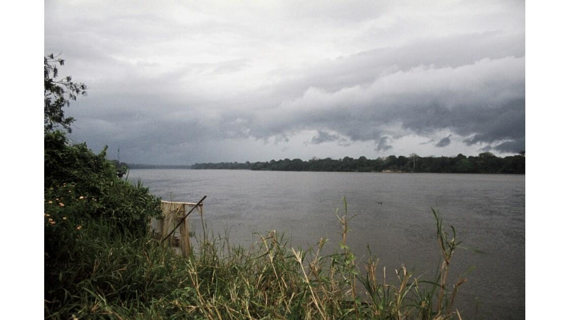 Congo 70 Ouesso Au bord de la Sangha 2