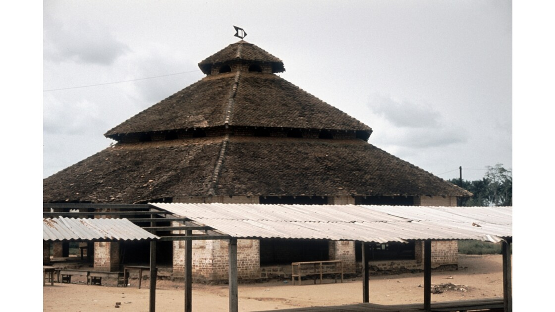 Congo 70 Ouesso Le marché colonial 2