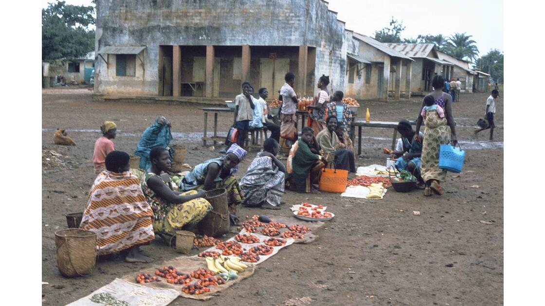 Congo 70 Ouesso Le marché 3